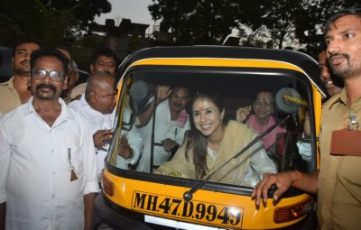Mumbai: Congress leader and the party's Lok Sabha candidate from North Mumbai, Urmila Matondkar rides an auto rickshaw during an election campaign ahead of 2019 Lok Sabha elections in Mumbai on March 31, 2019. (Photo: IANS)