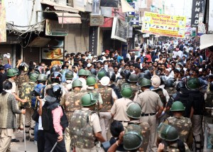 New Delhi: Delhi Police and CRPF personnel stop protesers from re-assembling after the protest site at Delhi's Shaheen Bagh was cleared in view of the complete lockdown in the national capital to thwart the COVID-19 spread, on March 24, 2020. (Photo: IANS)